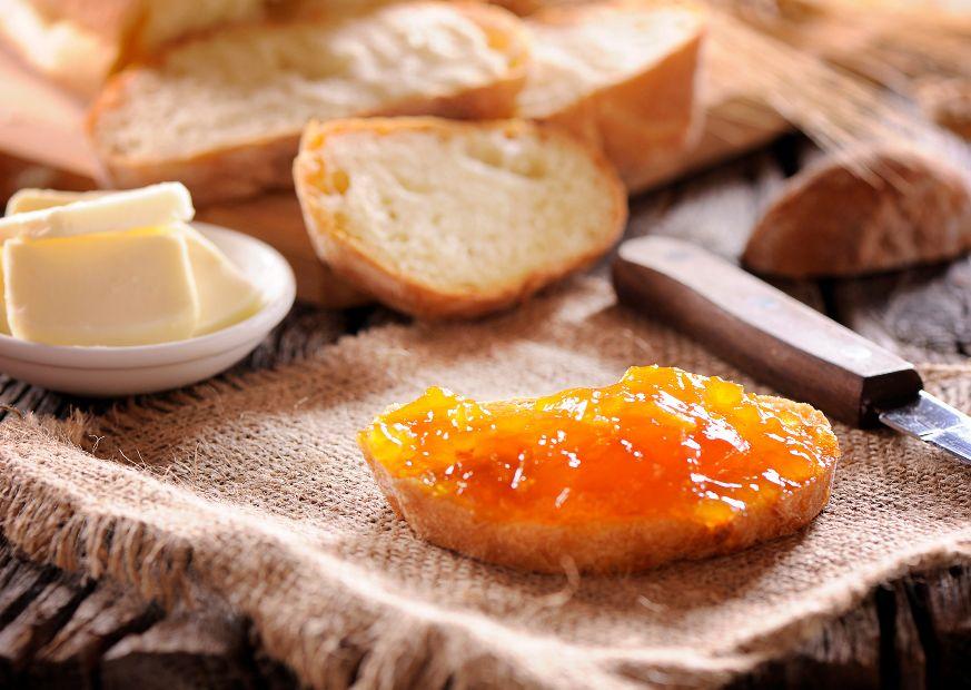 Confiture d'abricot au petit déjeuner